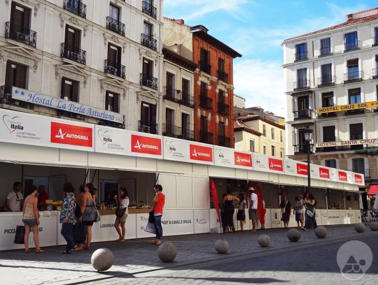 Feria gastronómica italiana en la Plaza Santa Cruz de Madrid