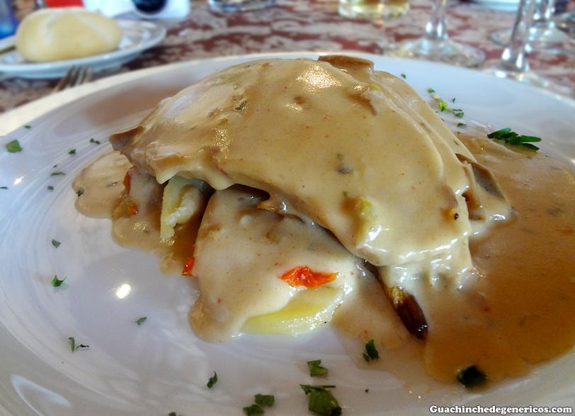 Asado de cerdo en salsa de champiñones con papas panaderas y verduras de temporada. Restaurante El Jardín Secreto en Pueblochico (Tenerife)
