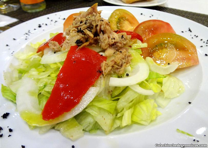 Ensalada de tomate, bonito y cebolla. Restaurante Ex-Libris, Madrid