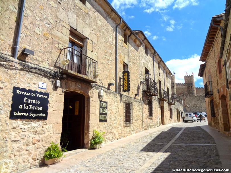 Taberna Seguntina y Castillo de Sigüenza (Guadalajara)