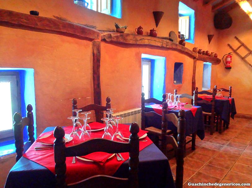 Interior del restaurante La Fragua, Campillo de Ranas (Guadalajara)