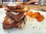 Tosta de presa ibérica cocinada a baja temperatura con mousse de huevo frito. Restaurante Mr. Frank, Madrid